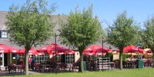Er zijn verschillende mogelijkheden in het park waar je iets kan eten en drinken. Ontdek ze hier.