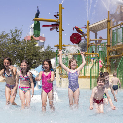 Waterpret in het openlucht waterpark Bobo's AquaSplash!